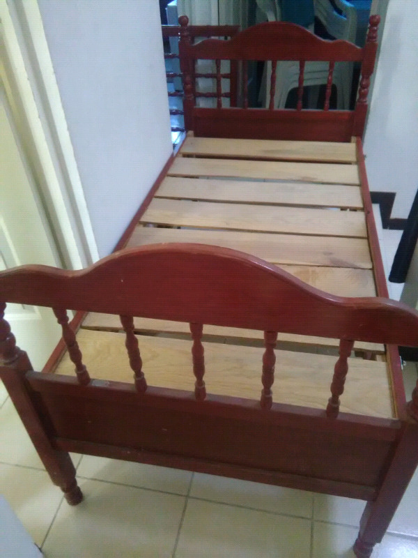 Se vende cama cuna corral, usada de madera, medidas 1.5