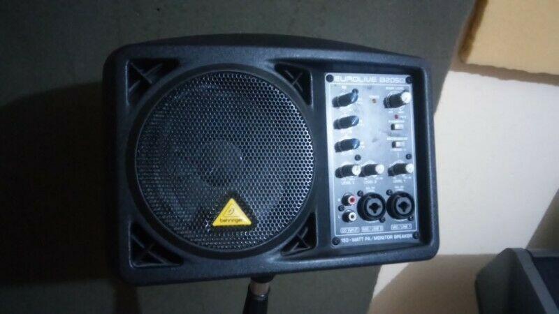 monitor speaker marca behringer 2 canales y entrada RCA