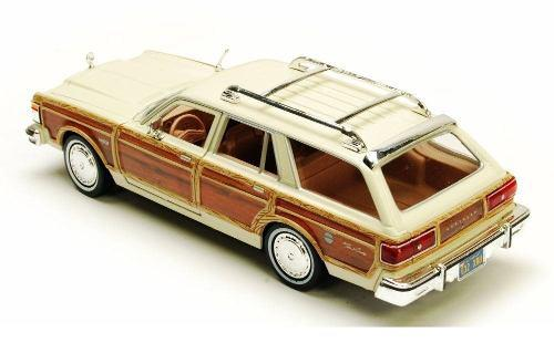 1:24 Motor Max - 1979 Chrysler Lebaron Town & Country Beige