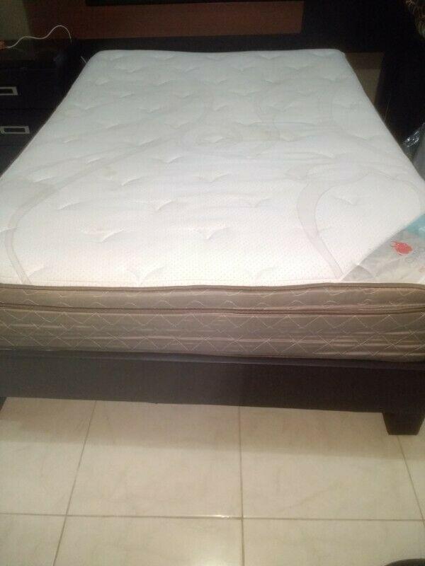 Base de cama y colchón matrimonial $