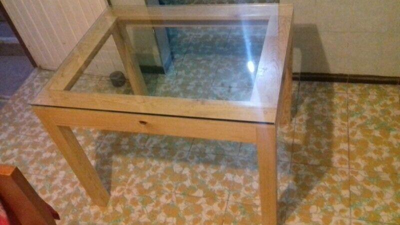 Mesa comedor de madera para 4 con vidrio templado