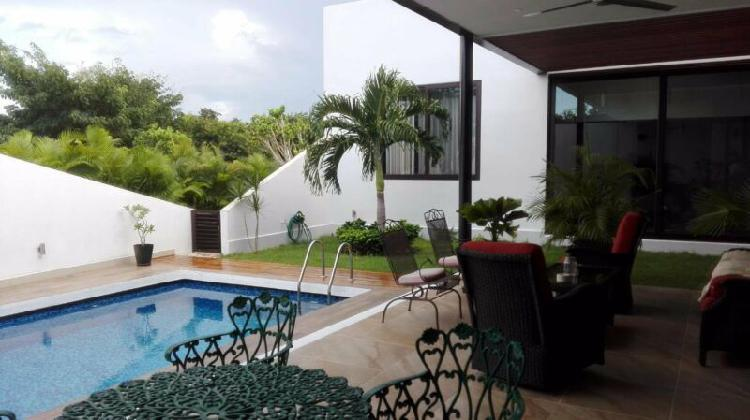 Preciosa casa en venta en Yucatán Country Club en Mérida,