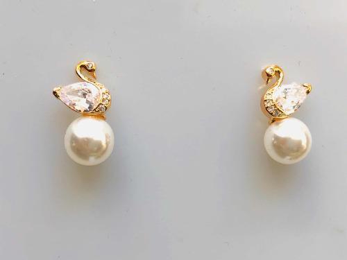 Aretes De Cisne Oro Laminado Perla Y Brillantes