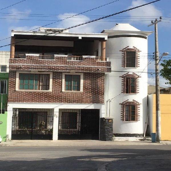 PRECIOSA CASA, CERCA DE CENTROS COMERCIALES, UBICA