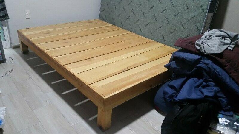 Base de cama matrimonial de madera