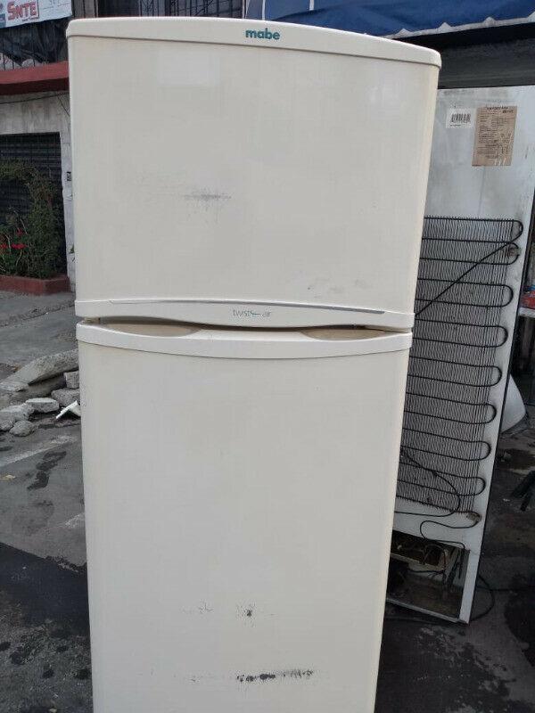 Refrigerador MABE COLOR BEIGE 1.60 mts alto $ puertas