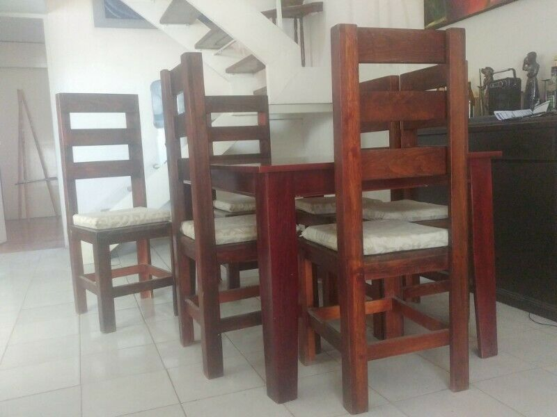 Mesa c/6sillas madera resistentes buen estado