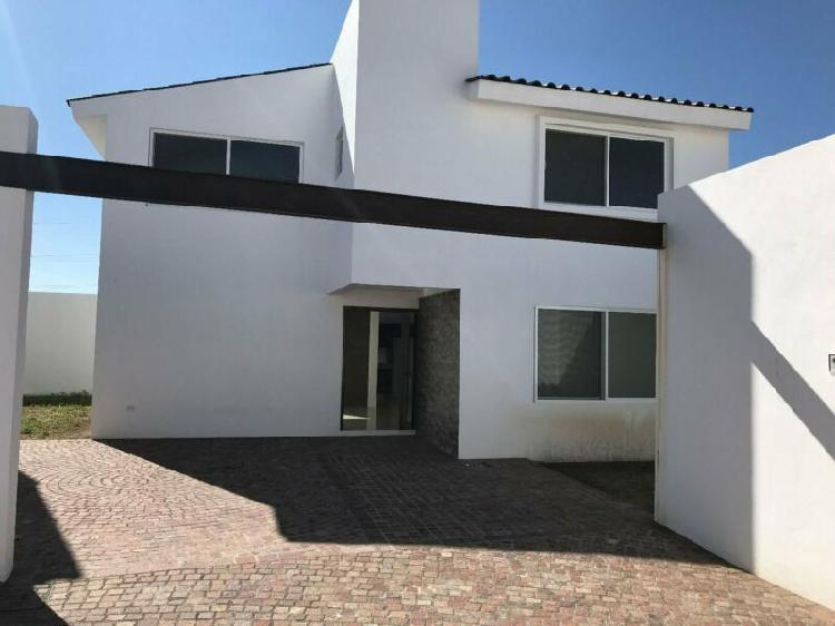 Casa residencial en privada en puetecillas de estilo moderno