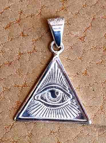 Dije De Plata Iluminati