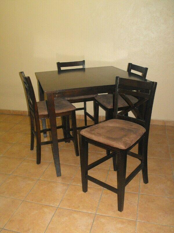 En venta Comedor Alto de 4 sillas