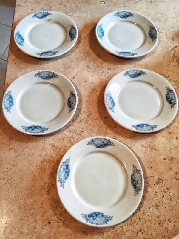 juego de cinco platos para pastel o ensalada fabricados en
