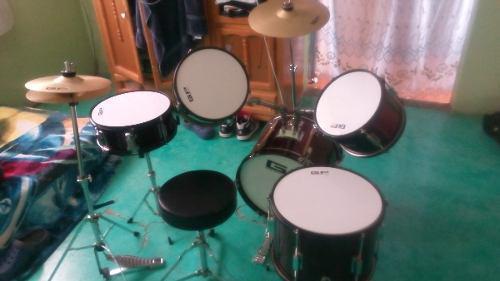 Batería Greggs Percussion Semi Nueva Con Un Detalle A