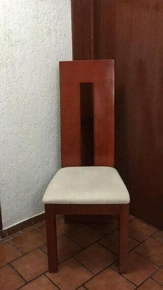Sillas poco uso, elegantes y de madera solida, modelo