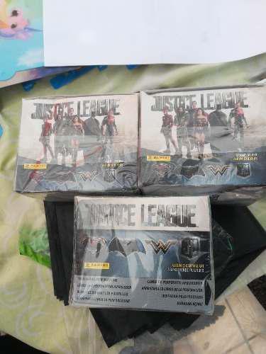Caja Con 50 Sobres De Estampas Panini Liga De La Justicia