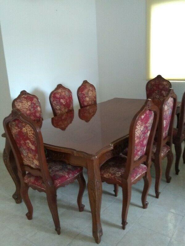 Mesa de Comedor 8 sillas estilo Luis XV de Cedro