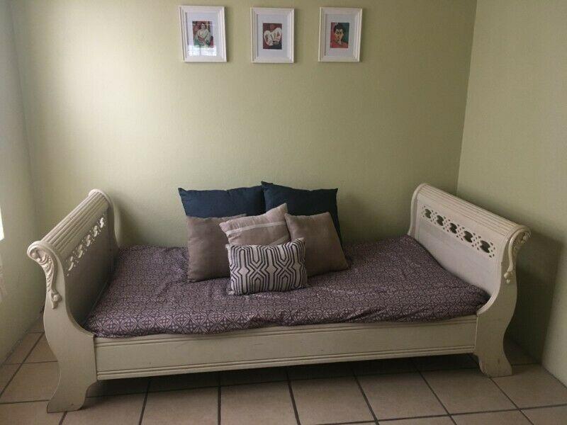 Vendo base de cama individual con colchón