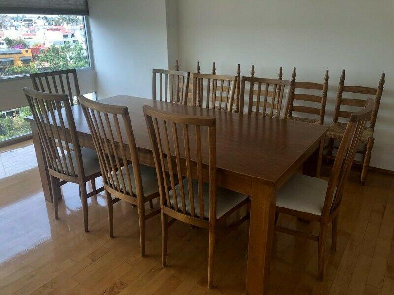 Comedor de madera con 8 sillas