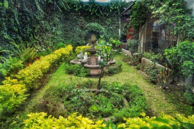 Excelente Casa en Venta en Esquina en la Mejor Zona de la