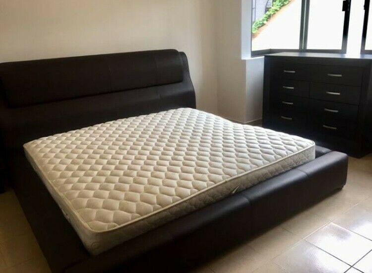 Base de cama de Casa de las Lomas