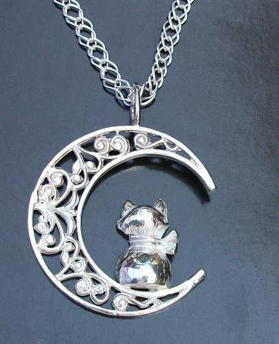 Dije De Gato Con Luna En Plata Fina Ley.925 Sterling Silver