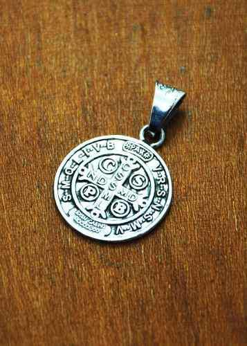 Dije De Plata, Medalla Cruz De San Benito