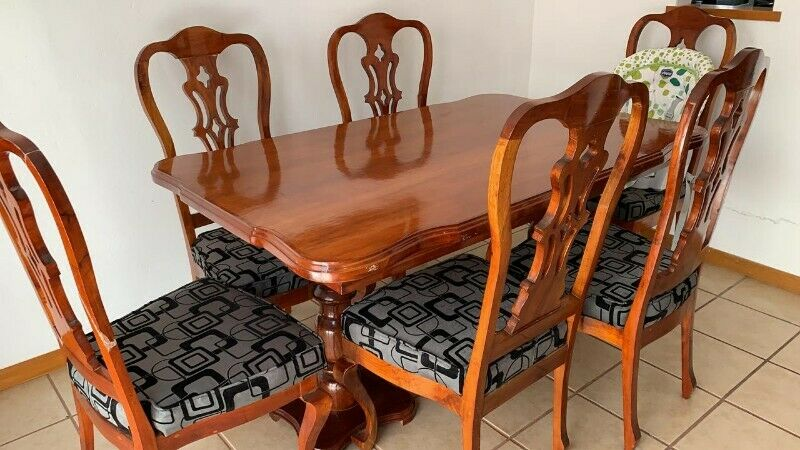venta de comedor de cedro, 6 sillas.