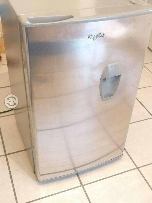 Mini refrigerador Whirpool en muy buen estado