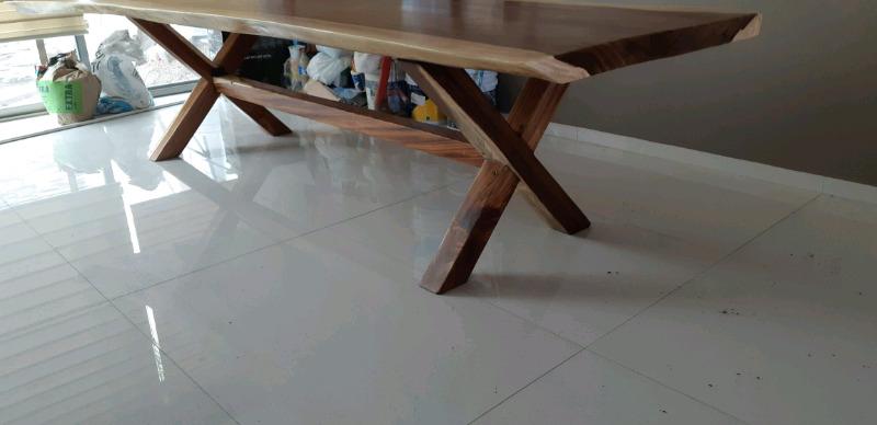 Hermosa mesa de parota estufada
