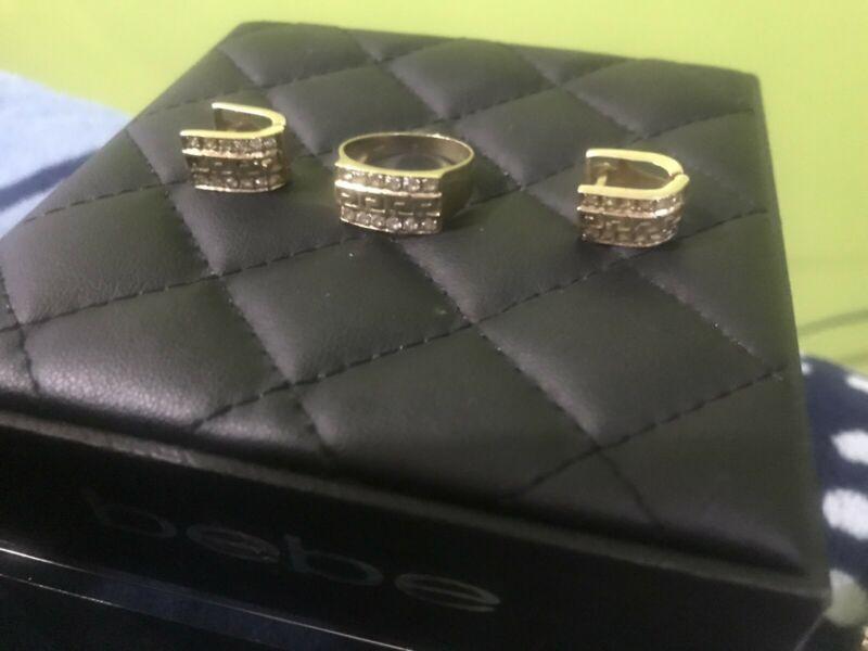 Juego de aretes y anillo