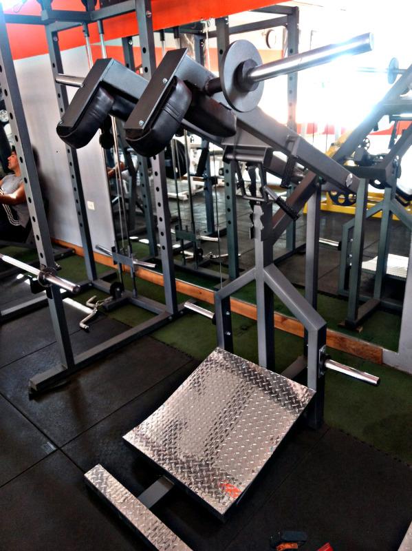 Maquina sentadilla perfecta cracken gym gimnasio
