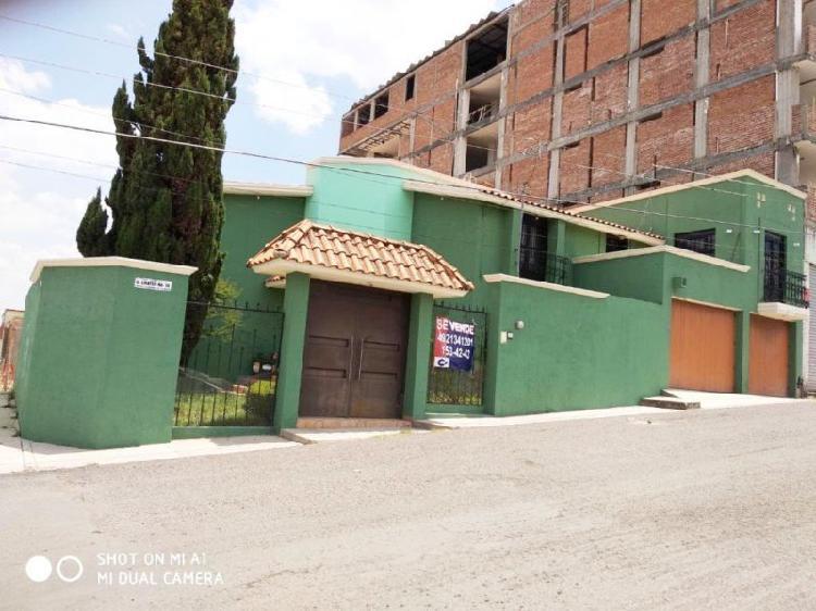 CASA EN VENTA 3 RECAMARAS, ESTUDIO, ZONA RESIDENCIAL CERCA