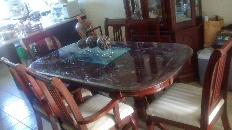 Comedor 6 sillas madera con vitrina