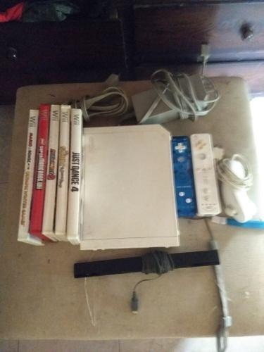 Consola Wii Con Dos Controles Y 5 Juegos Todo En Buen Estado