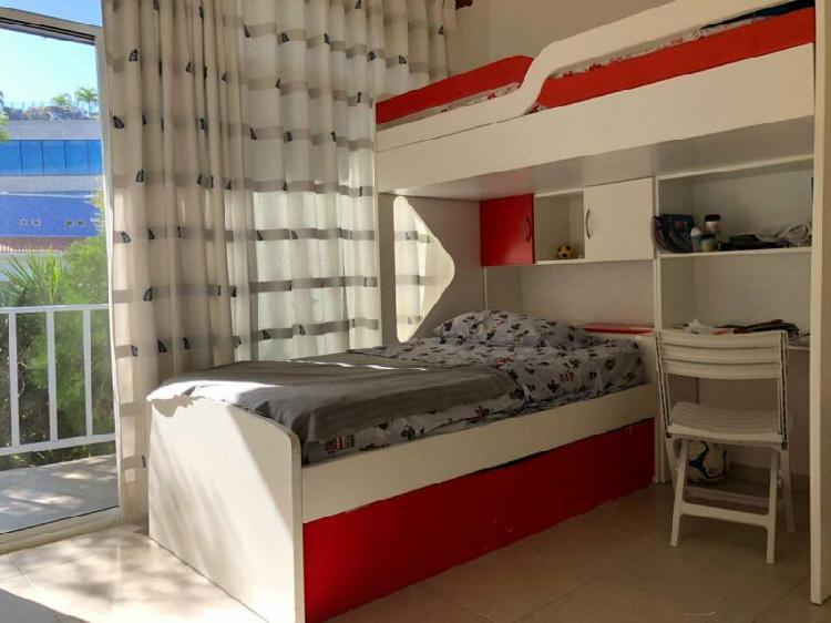 Rento espaciosa casa de 4 habitaciones en el centro de