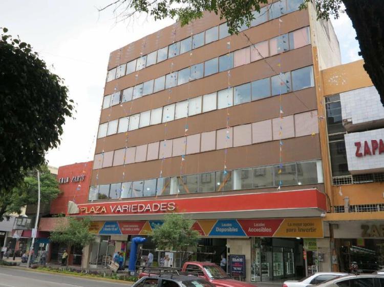 Edificio sobre Avenida Juarez en el Centro de Guadalajara,