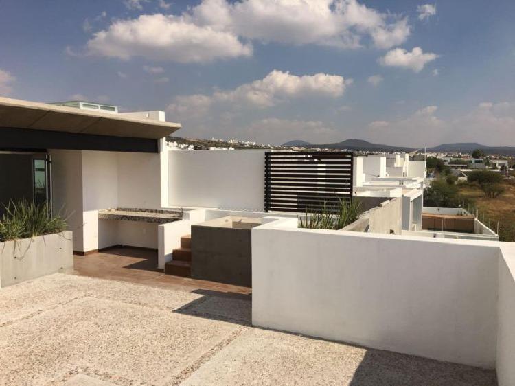 Casa nueva con 470 m2 de construcción, ubicada en una de