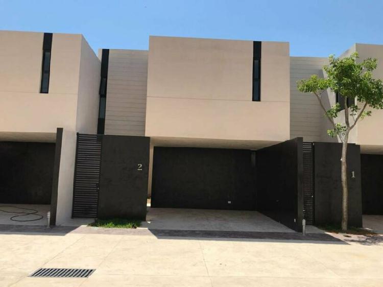 Casa tipo townhouse en renta en Merida, Montebello AMUEBLADO