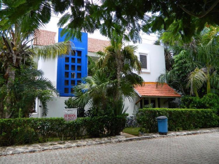 Casa de 3 recamaras a la venta en Playacar Fase 1
