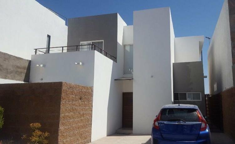 Casa en Venta en Albaterra con Recámara en P.B. por Las
