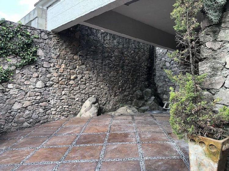 Casa en venta con 3 recámaras en Valle Escondido