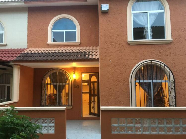 Se renta casa de 3 recamaras en privada cerca de central de