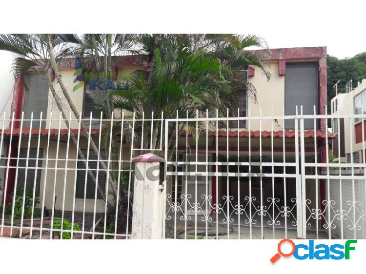 Vendo casa 3 recamarás Col. Las Palmas Poza Rica Veracruz,