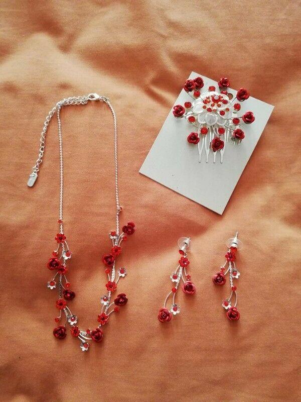 Collar, aretes y peineta rojos
