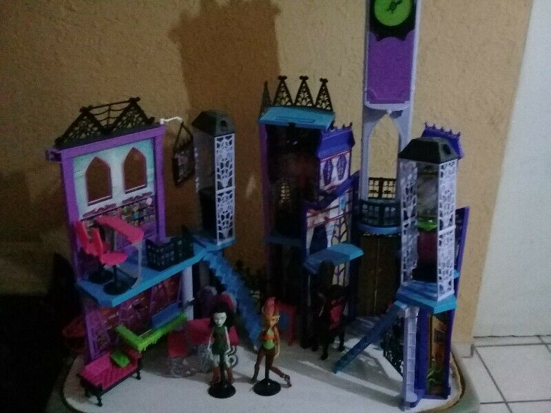 Escuela Monster High
