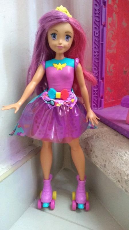 muñecas Barbie, monster high y otras