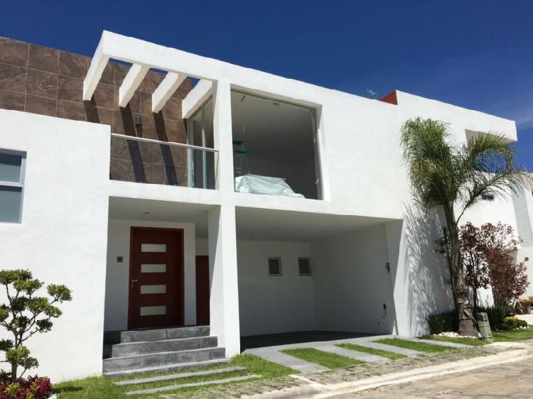 Casa en venta 3 recámaras doble altura Cholula Puebla,