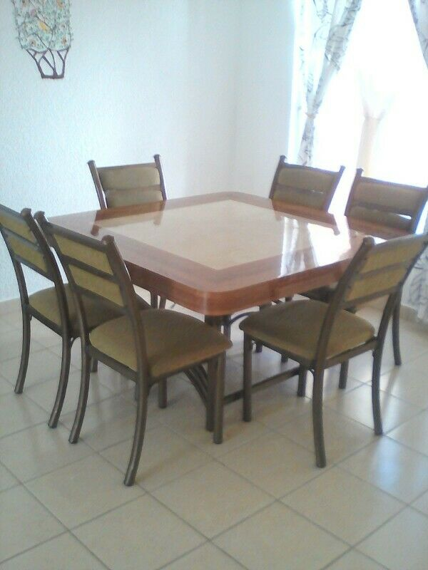 Comedor de 6 sillas semi nuevo
