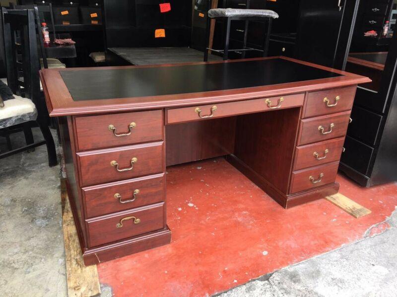 Elegante escritorio de lujo
