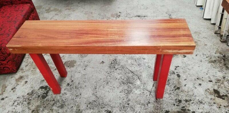 mesa de madera base madera 1.6x0.4mt. X75cm.alt.