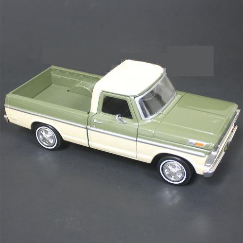 Motor Max  Ford F-100 Pickup - Verde Con Crema